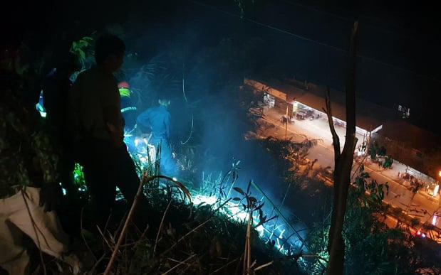 Bắc Kạn: Dập tắt đám cháy rừng đe dọa đường điện cao thế trong gần 1 giờ đồng hồ