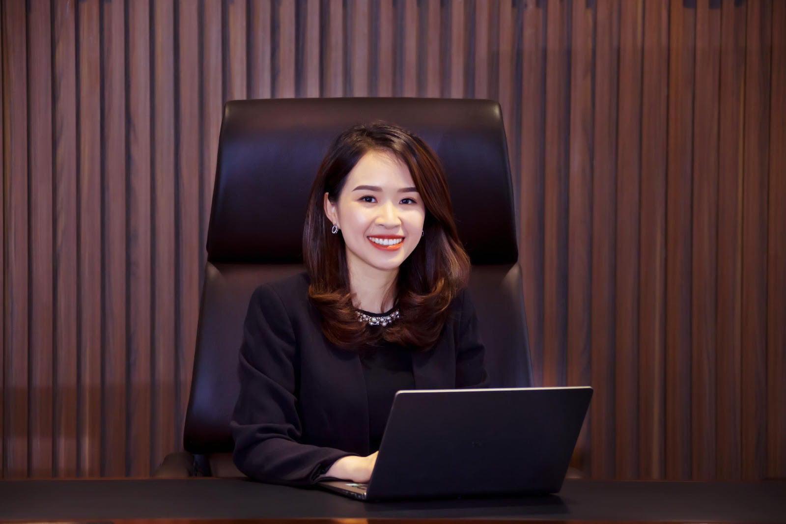 Chân dung nữ Chủ tịch trẻ tuổi nhất giới ngân hàng Trần Thị Thu Hằng - Ảnh 2.