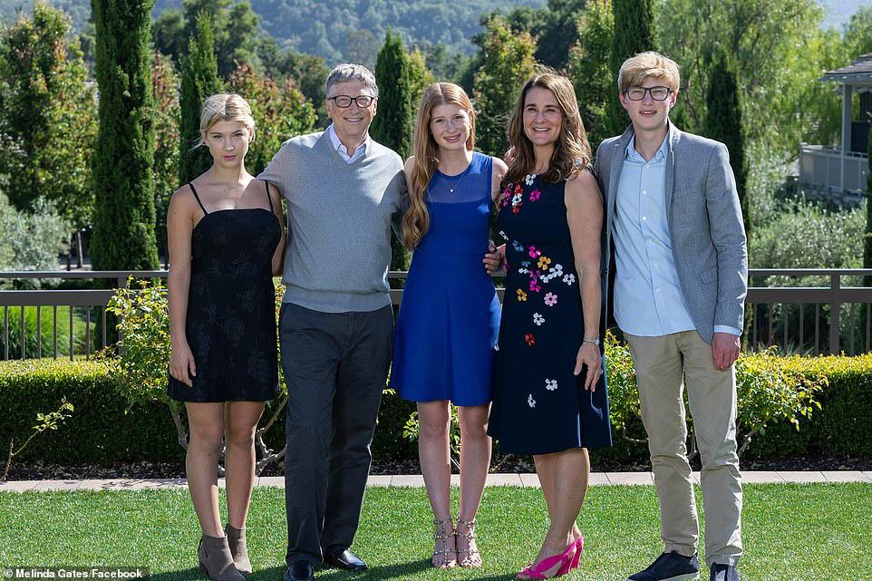 Hé lộ thông tin bất ngờ trong đơn li hôn của vợ tỷ phú Bill Gates - Ảnh 2.