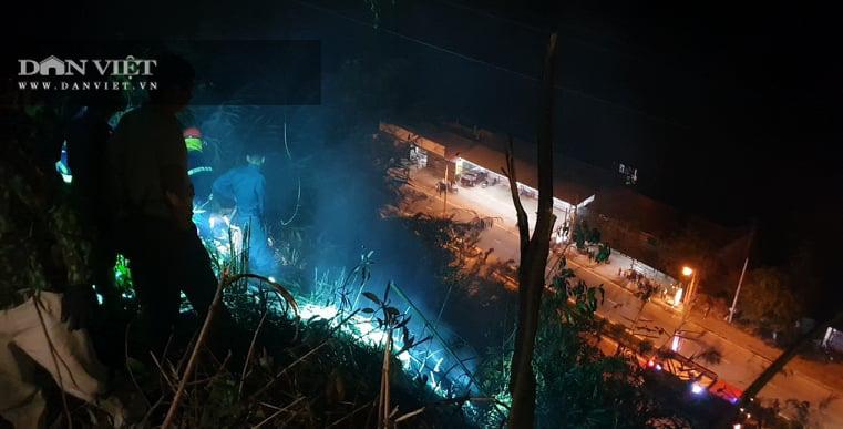 Bắc Kạn: Dập tắt đám cháy trong đêm, bảo đảm an đường điện cao thế - Ảnh 2.