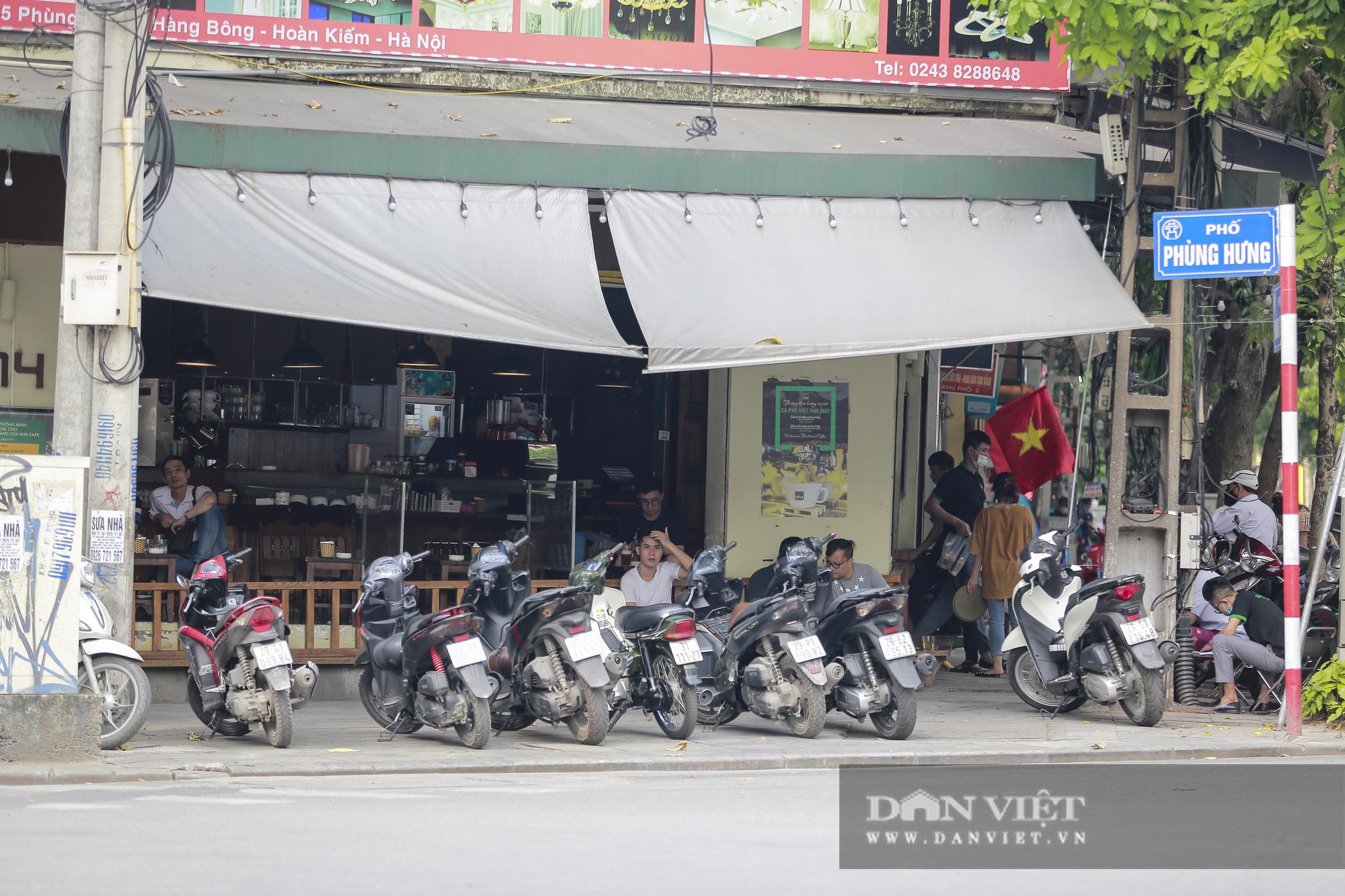 Hà Nội: Nhà hàng, quán cà phê, trà đá vỉa hè nơi chấp hành tốt, nơi vẫn ngang nhiên hoạt động  - Ảnh 2.
