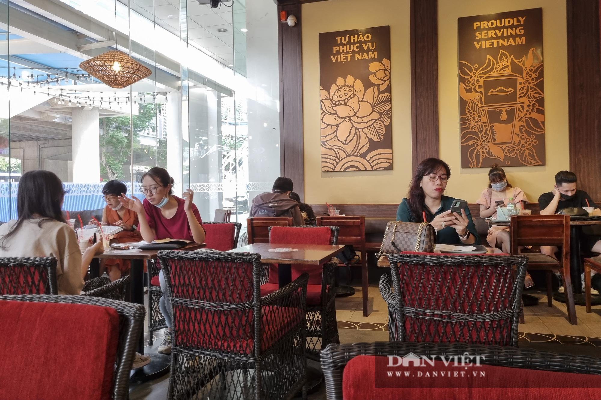 Hà Nội: Nhà hàng, quán cà phê, trà đá vỉa hè nơi chấp hành tốt, nơi vẫn ngang nhiên hoạt động  - Ảnh 4.