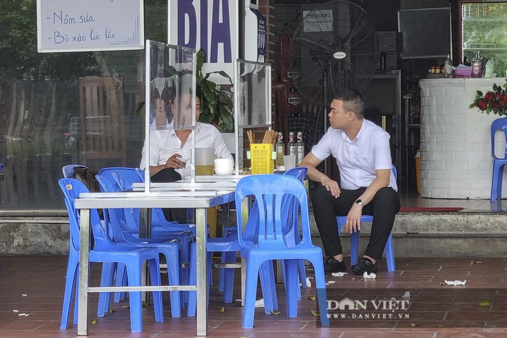 Hà Nội: Nhà hàng, quán cà phê, trà đá vỉa hè nơi chấp hành tốt, nơi vẫn ngang nhiên hoạt động  - Ảnh 5.