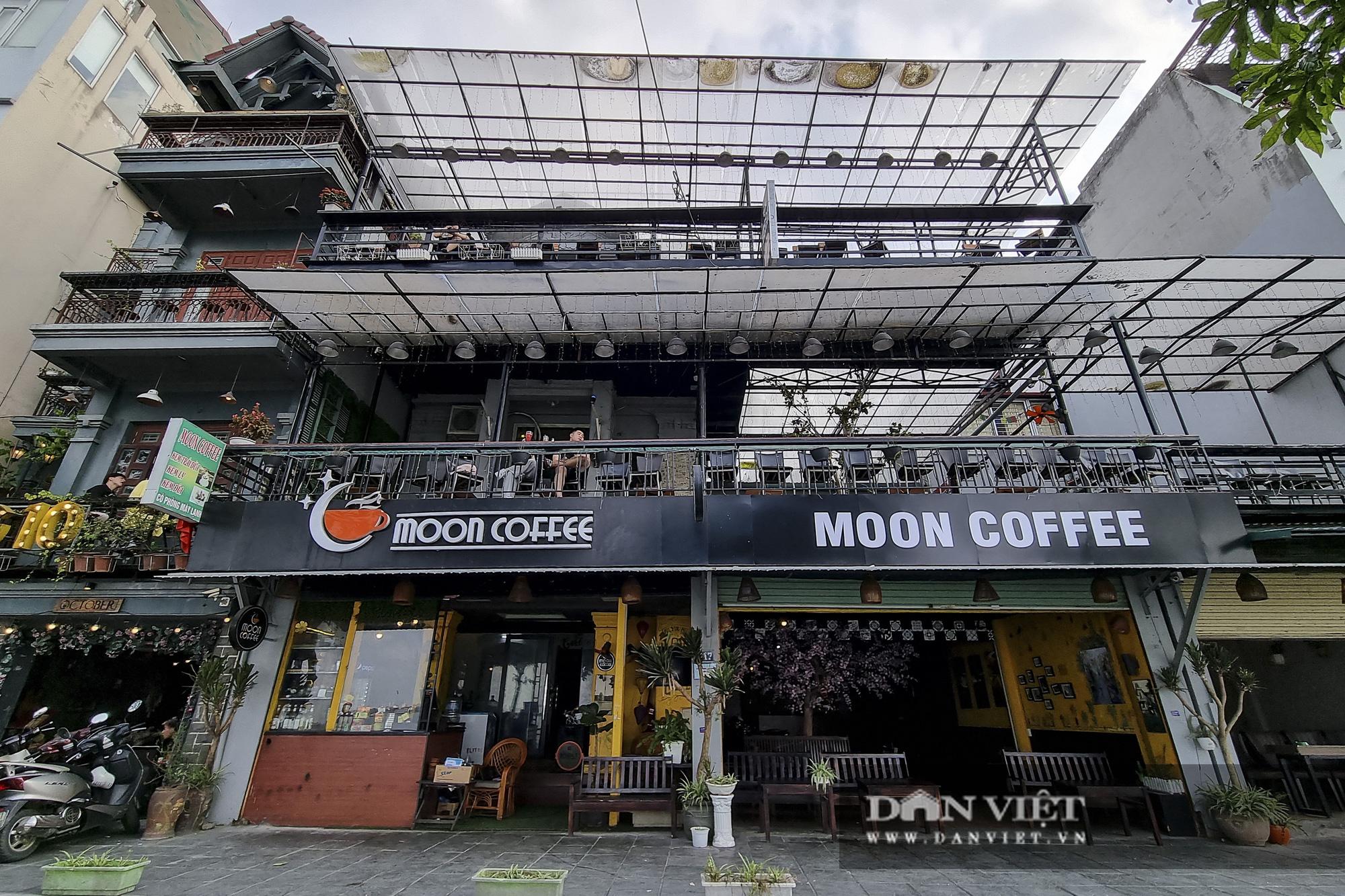 Hà Nội: Nhà hàng, quán cà phê, trà đá vỉa hè nơi chấp hành tốt, nơi vẫn ngang nhiên hoạt động  - Ảnh 6.
