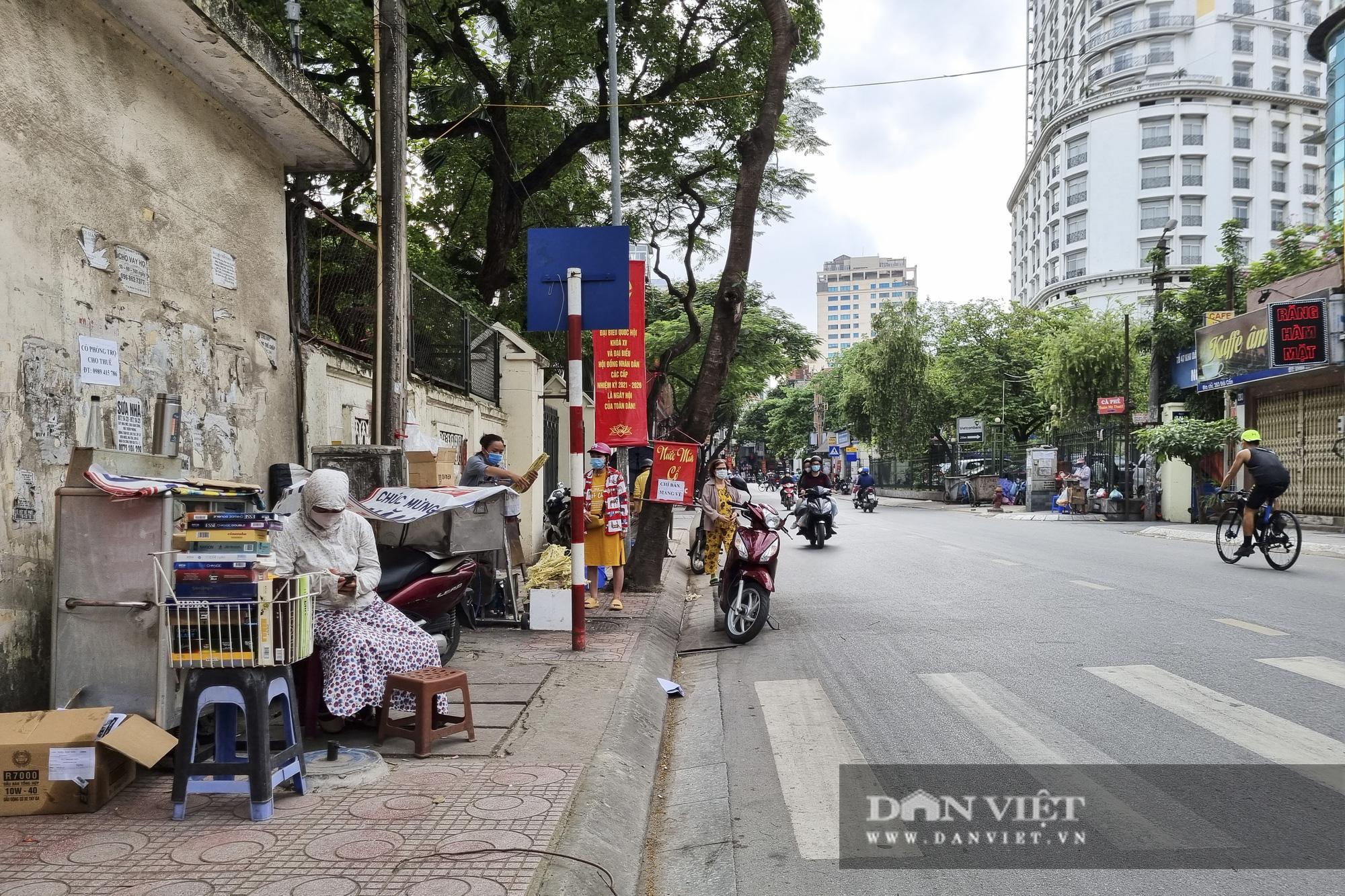 Hà Nội: Nhà hàng, quán cà phê, trà đá vỉa hè nơi chấp hành tốt, nơi vẫn ngang nhiên hoạt động  - Ảnh 7.