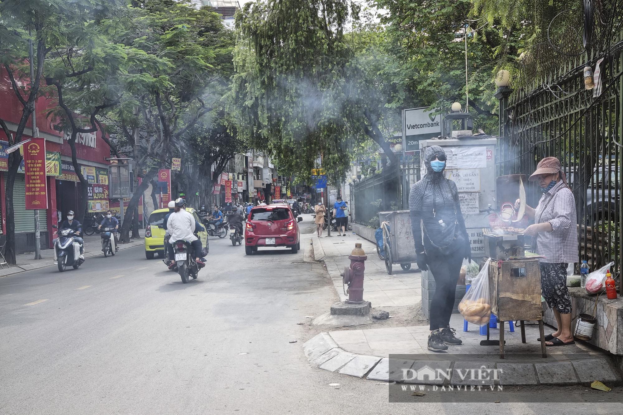 Hà Nội: Nhà hàng, quán cà phê, trà đá vỉa hè nơi chấp hành tốt, nơi vẫn ngang nhiên hoạt động  - Ảnh 8.