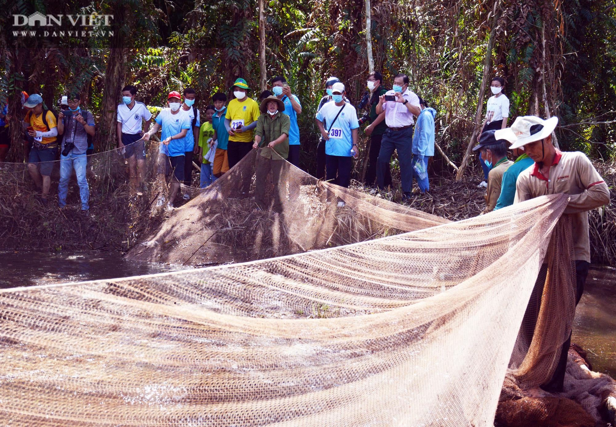 Về vườn quốc gia U Minh Hạ mục sở thị cảnh chụp đìa bắt hàng trăm kg cá đồng - Ảnh 9.
