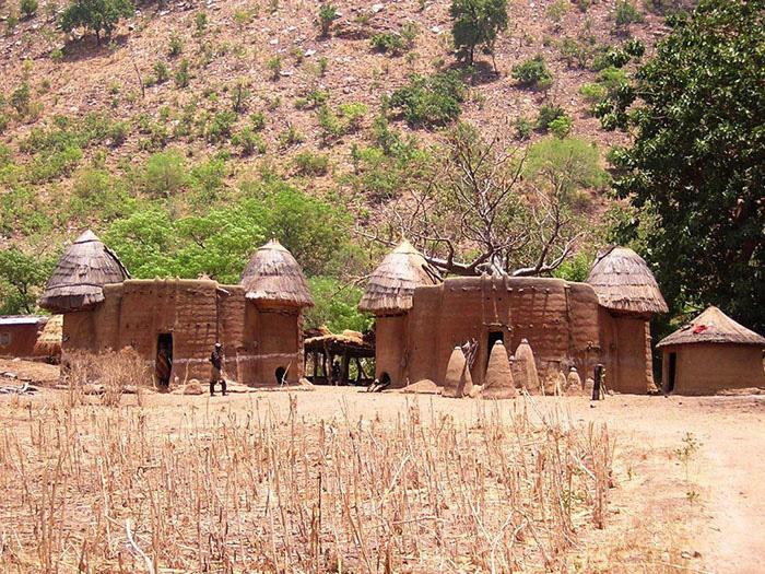 """Châu Phi: Bộ tộc Somba gây kinh ngạc với thủ thuật tăng kích thước """"của quý"""" - Ảnh 2."""