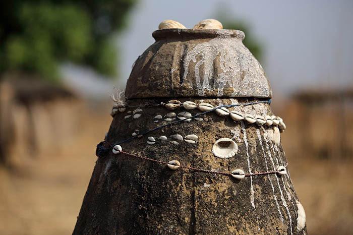 """Châu Phi: Bộ tộc Somba gây kinh ngạc với thủ thuật tăng kích thước """"của quý"""" - Ảnh 3."""