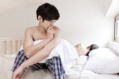 """Vợ trẻ """"gặp họa"""" khi cấm vận chuyện giường chiếu mỗi lần giận dỗi - Ảnh 1."""