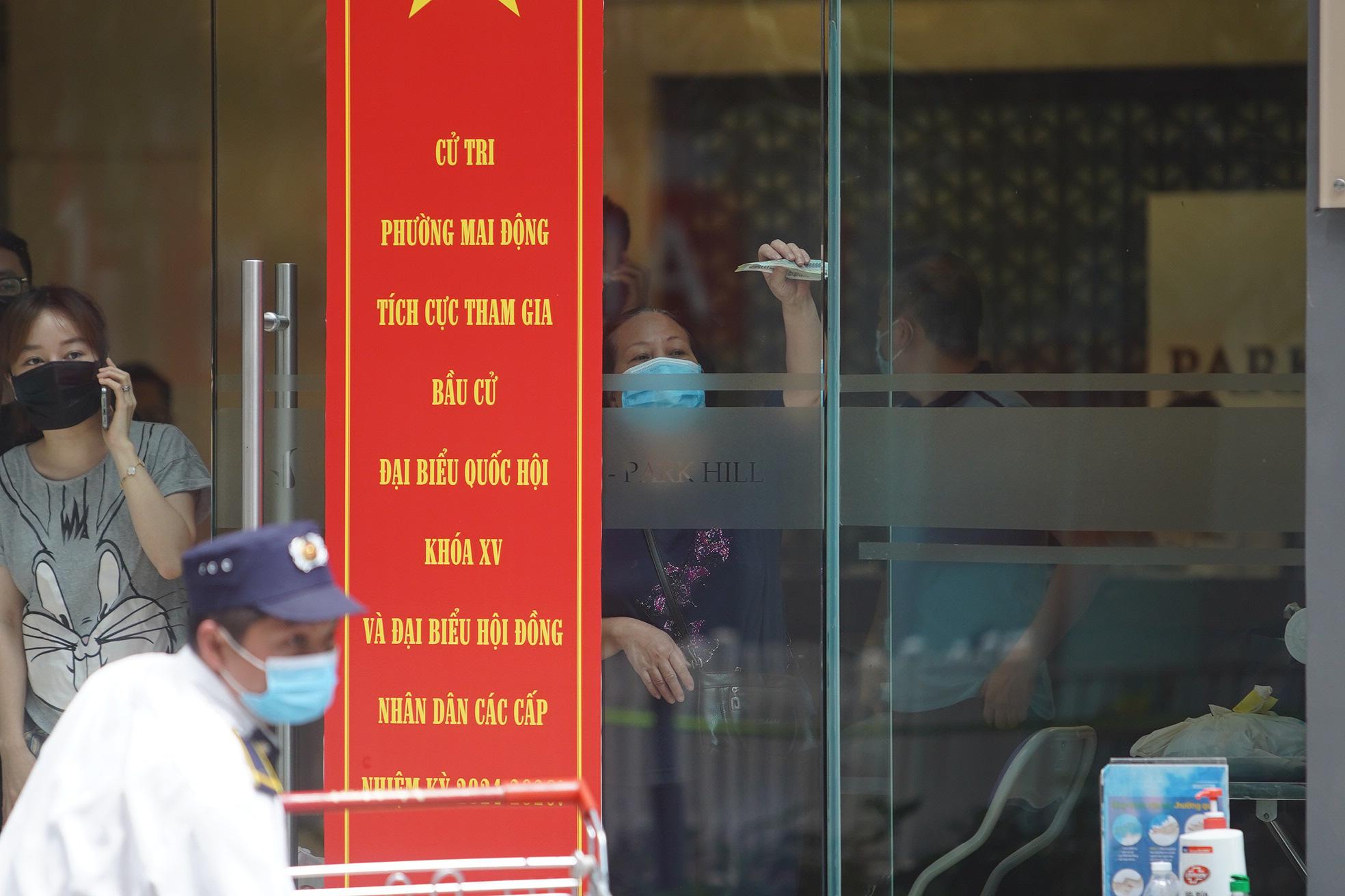 Phong tỏa, tiếp tế đồ ăn chung cư ở Times City có chuyên gia Ấn Độ dương tính với SARS-CoV-2 - Ảnh 6.