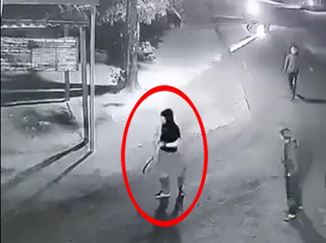 Video: Nổ súng, hỗn chiến kinh hoàng giữa hai nhóm thanh niên tại Quảng Ngãi - Ảnh 2.