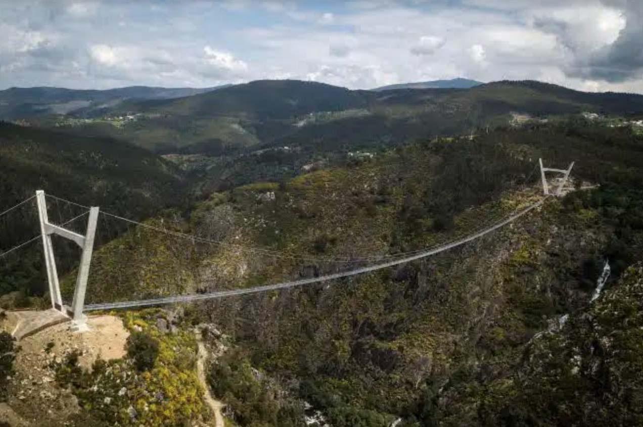 Bồ Đào Nha: Bất chấp dịch du khách vẫn đến tham quan cây cầu treo dài nhất thế giới - Ảnh 6.