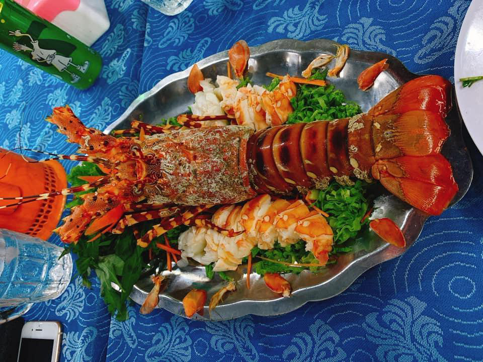 Bán giá tôm hùm 3,5 triệu đồng/kg, một nhà hàng tại Nha Trang bị phạt - Ảnh 1.