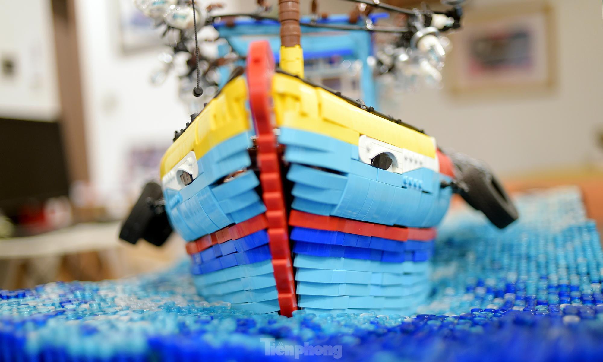 """Chàng trai Việt """"đóng"""" tàu Hoàng Sa, Trường Sa từ mô hình Lego, tri ân ngư dân bám biển - Ảnh 5."""