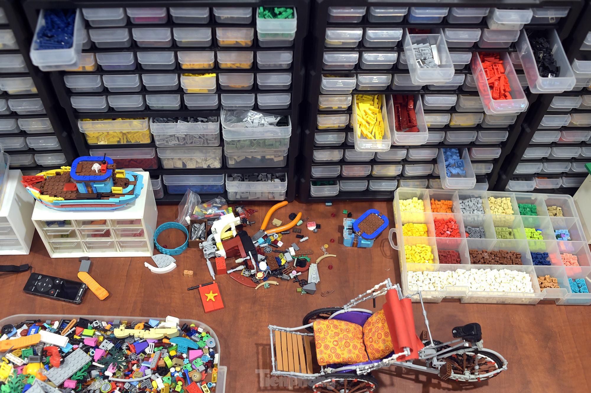 """Chàng trai Việt """"đóng"""" tàu Hoàng Sa, Trường Sa từ mô hình Lego, tri ân ngư dân bám biển - Ảnh 3."""