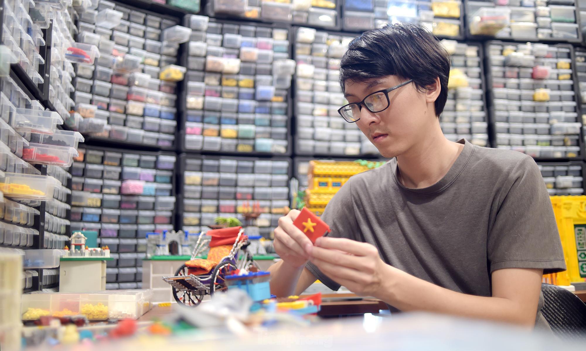 """Chàng trai Việt """"đóng"""" tàu Hoàng Sa, Trường Sa từ mô hình Lego, tri ân ngư dân bám biển - Ảnh 2."""