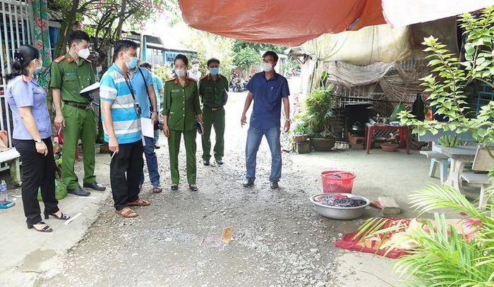 Vụ truy sát hàng xóm kinh hoàng ở An Giang: Thêm 1 người tử vong - Ảnh 2.