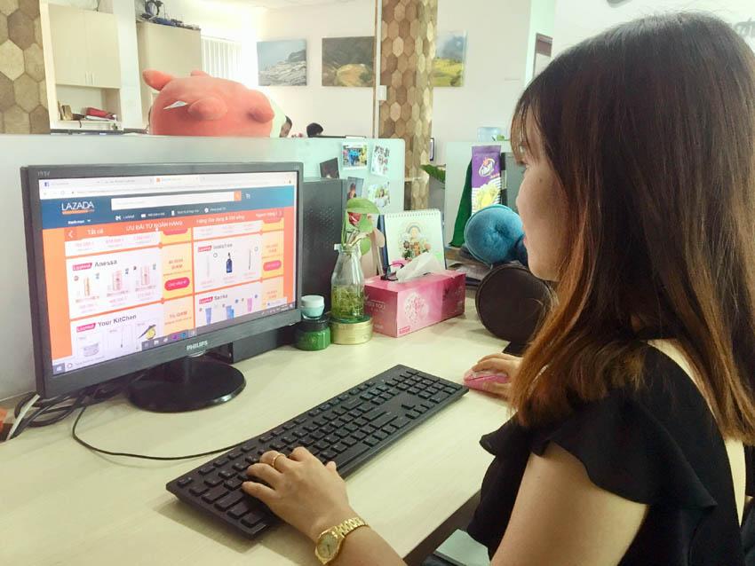 Vì sao hàng Việt lép vế đối thủ ngoại trên sàn thương mại điện tử? - Ảnh 1.