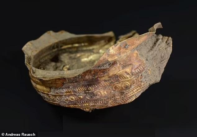 Bí mật bên trong chiếc 'bát Mặt trời' bằng vàng nguyên khối 3.000 năm tuổi