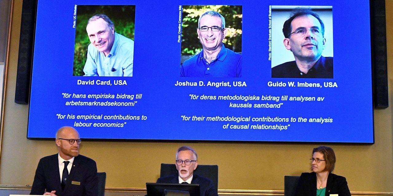 3 nhà kinh tế học đoạt giải Nobel Kinh tế 2021