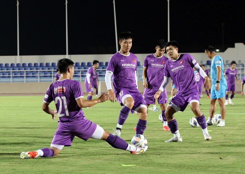 HLV Phan Thanh Hùng chỉ cách giúp ĐT Việt Nam có điểm trước Oman - Ảnh 3.