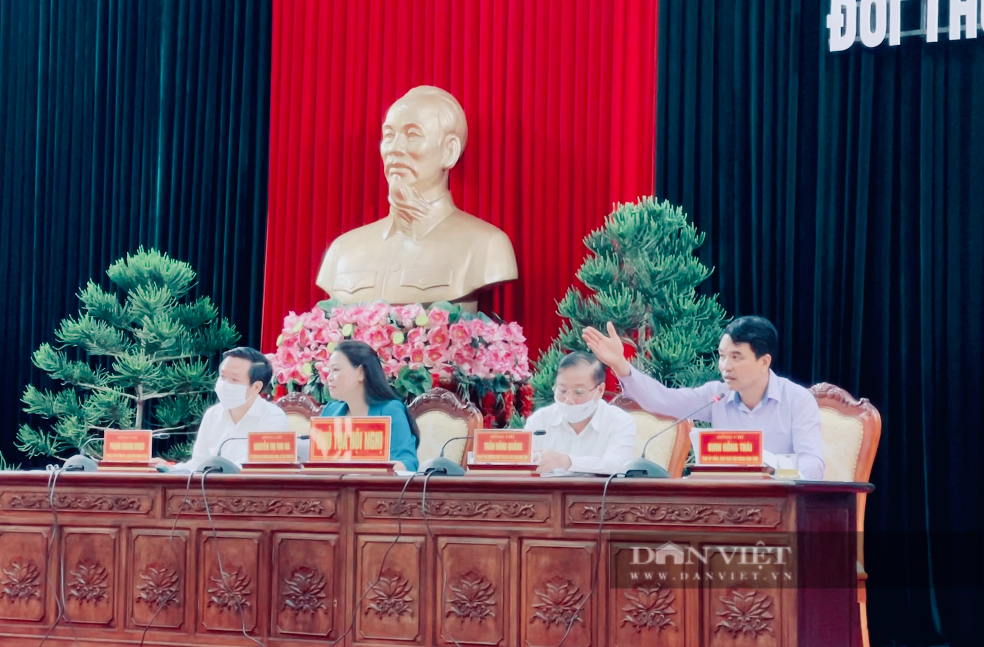 """Thường trực Tỉnh uỷ Ninh Bình đối thoại, giải đáp nhiều vấn đề """"nóng"""" với cán bộ, hội viên nông dân - Ảnh 1."""