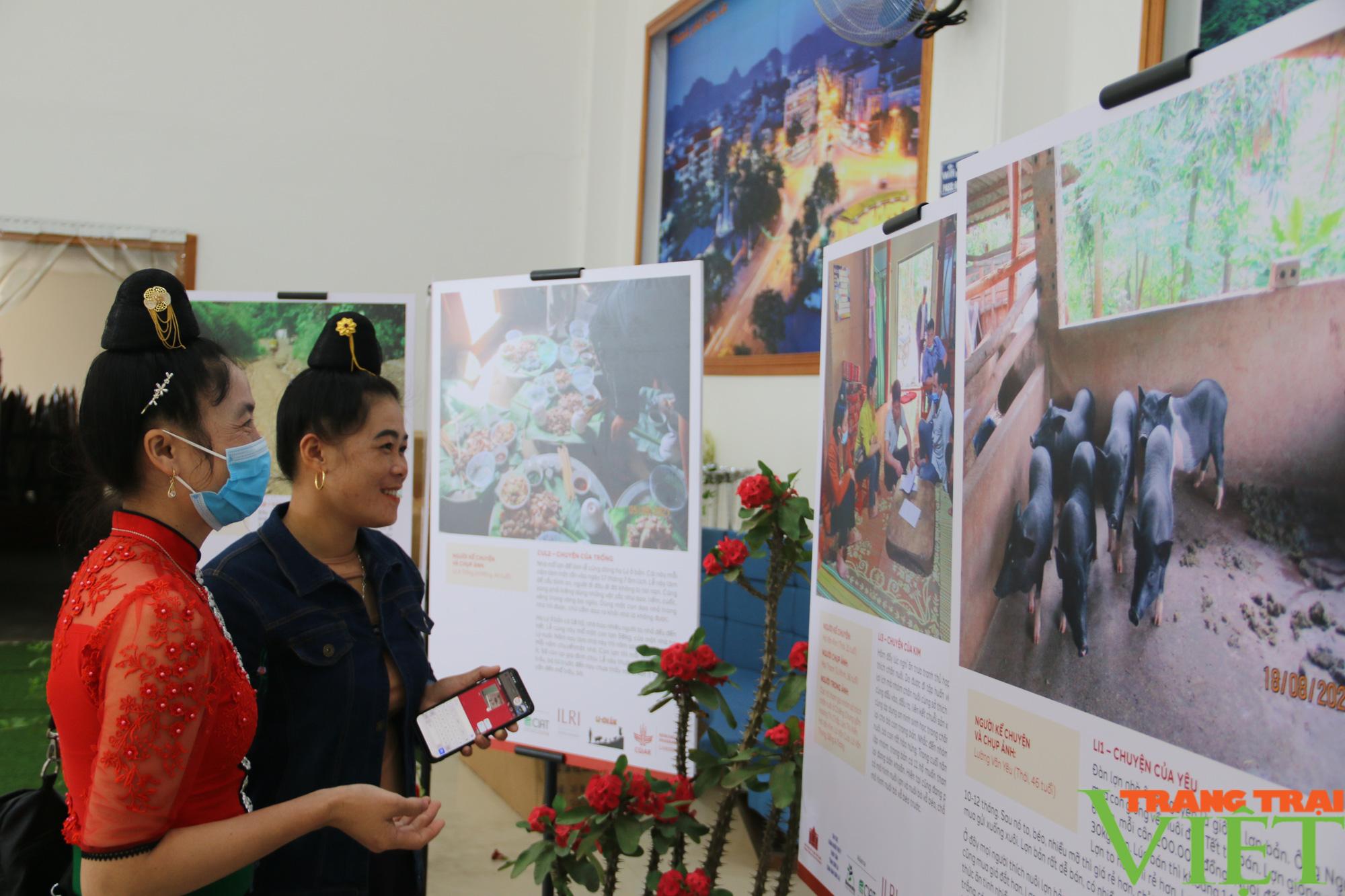 Khai mạc triển lãm chăn nuôi dưới góc nhìn của nghệ sĩ và nông dân  - Ảnh 1.