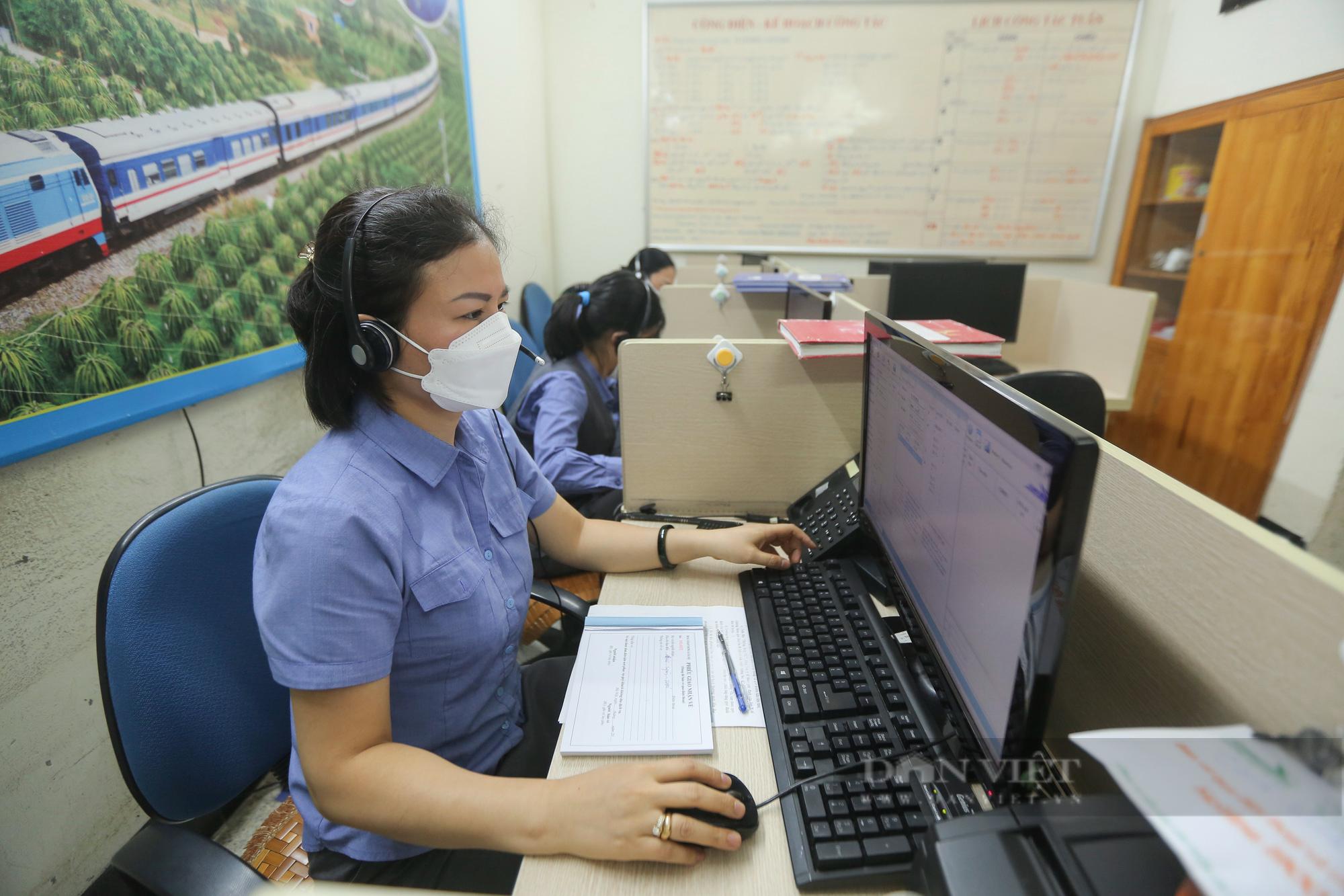 Ga Hà Nội vắng vẻ ngày đầu bán lại vé tàu hỏa - Ảnh 7.