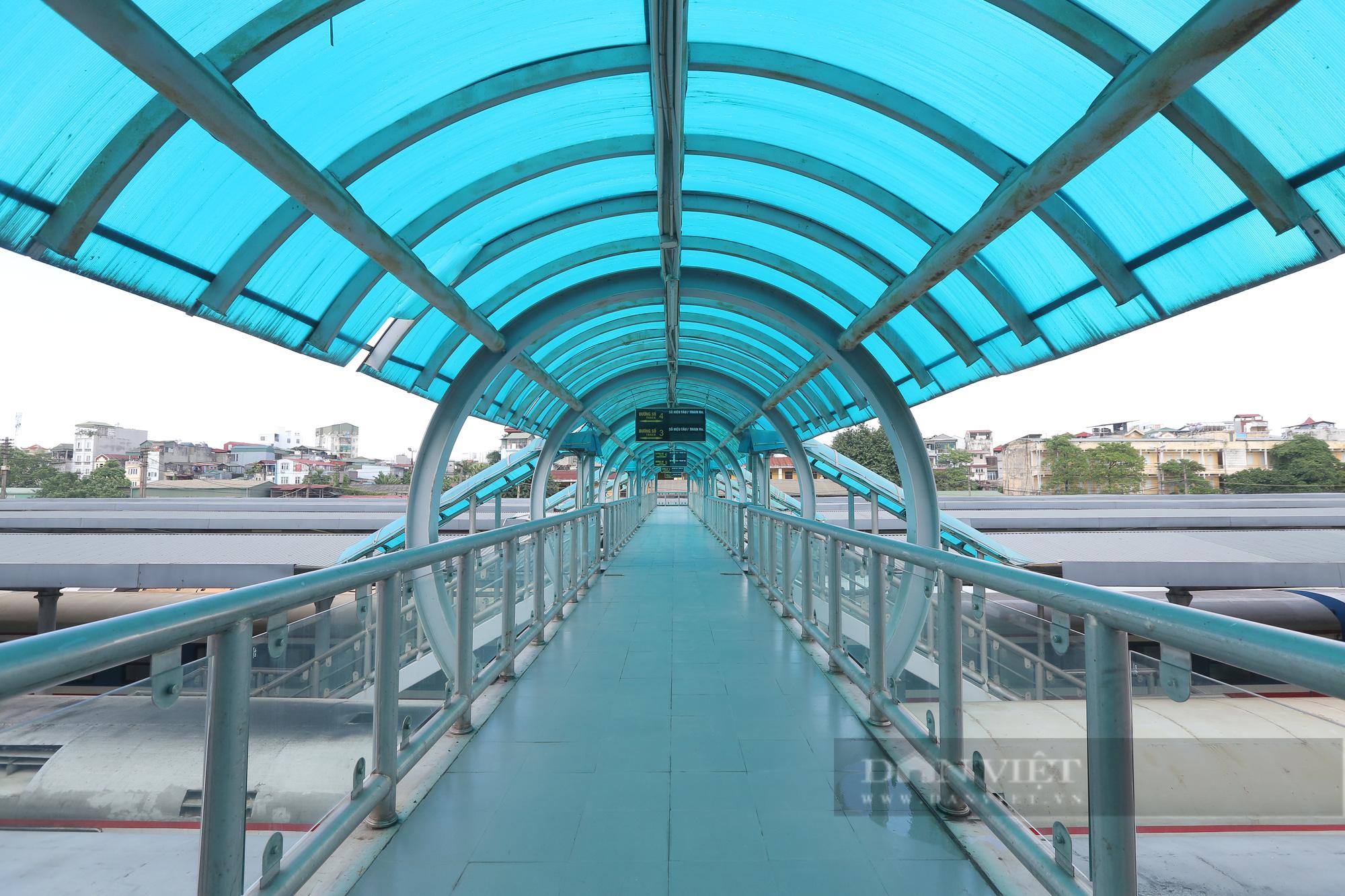Ga Hà Nội vắng vẻ ngày đầu bán lại vé tàu hỏa - Ảnh 9.