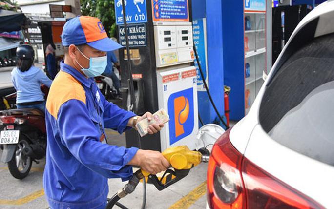 Bộ Công Thương chỉ đạo ngăn chặn đầu cơ, tích trữ xăng dầu - Ảnh 1.