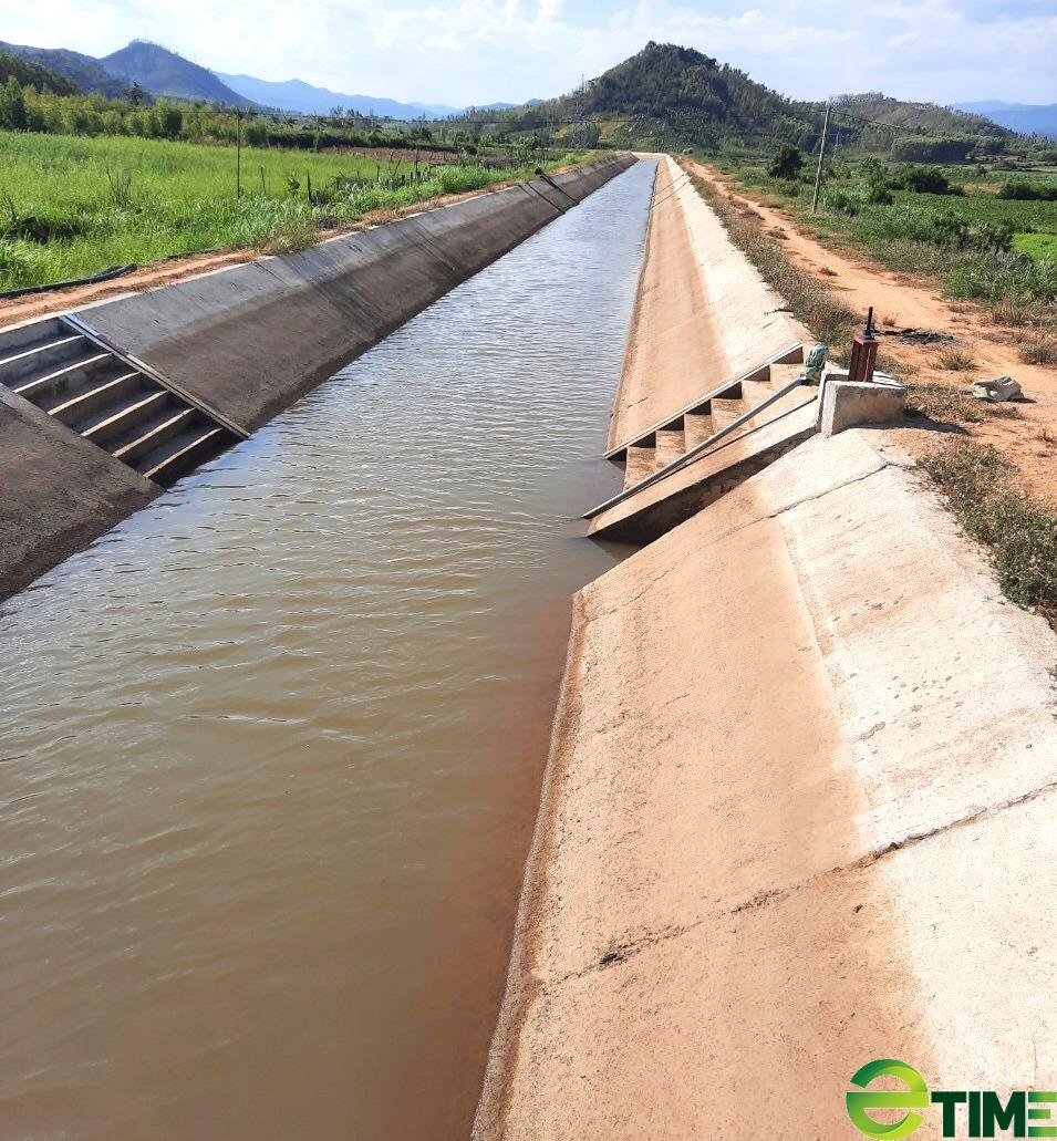 Nông dân hết lo cảnh thiếu nước nhờ kênh tưới Thượng Sơn - Ảnh 1.