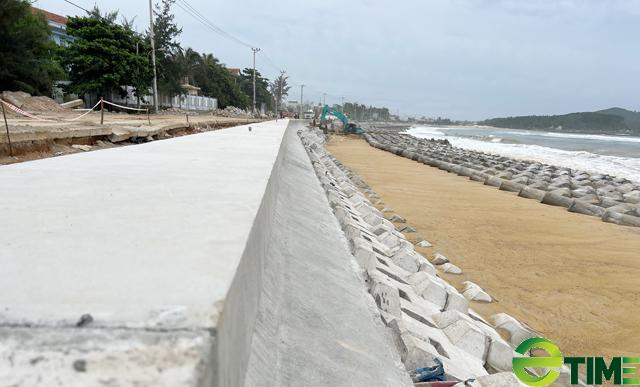 Quảng Ngãi: Hàng trăm hộ dân Sa Huỳnh không còn lo bị sóng cuốn nhà ra biển  - Ảnh 1.