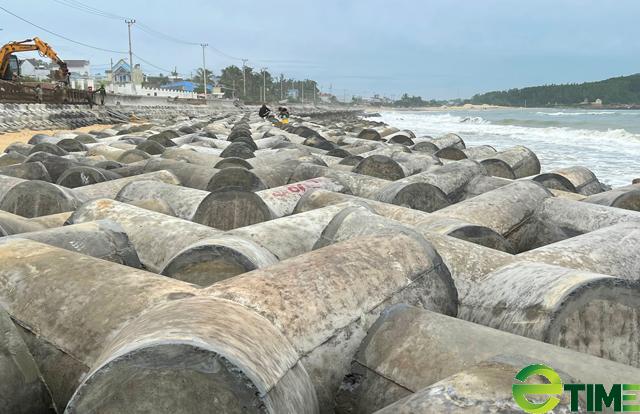 Quảng Ngãi: Hàng trăm hộ dân Sa Huỳnh không còn lo bị sóng cuốn nhà ra biển  - Ảnh 2.
