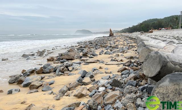 Quảng Ngãi: Hàng trăm hộ dân Sa Huỳnh không còn lo bị sóng cuốn nhà ra biển  - Ảnh 3.