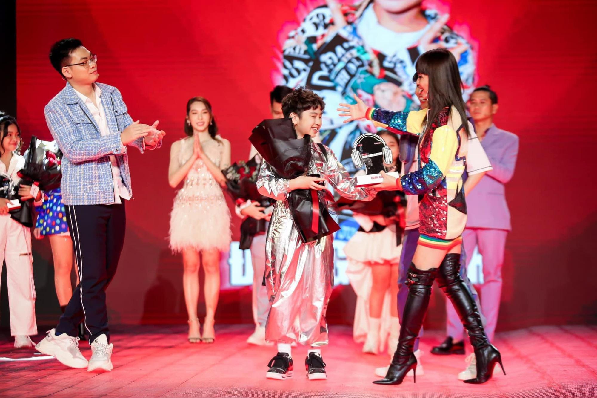 """luu thien huong 1 1634113421285950526089 Lưu Thiên Hương: """"Ca sĩ trẻ bây giờ bắt chước nhau nhiều, không có sự phá cách"""""""