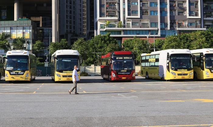 Hà Nội: Xe buýt, xe khách, taxi sẵn sàng hoạt động trở lại - Ảnh 2.