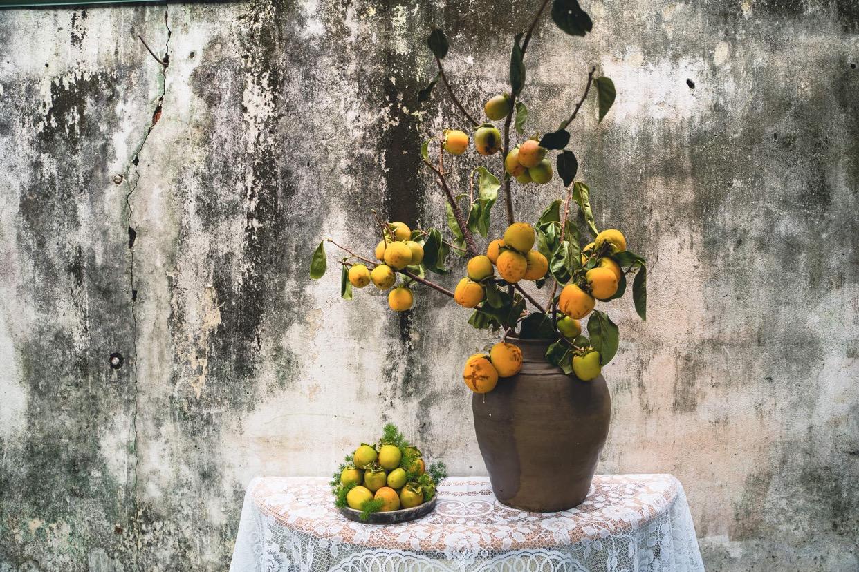 Nhớ Đà Lạt, người Sài Gòn săn cành quả hồng chi chít trái về cắm chơi, tiệm cháy hàng - Ảnh 1.