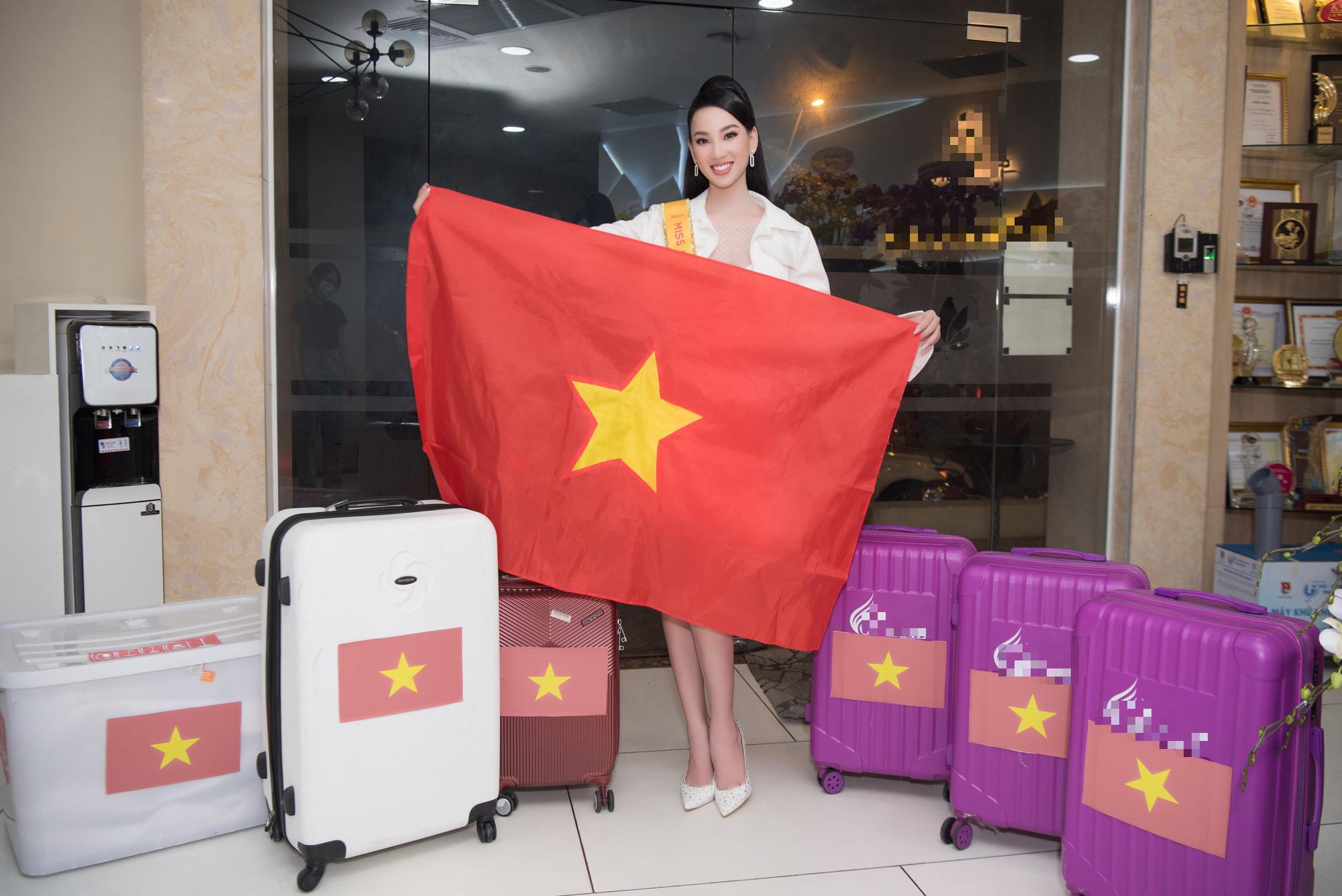 Người đẹp Ái Nhi rạng rỡ lên đường sang Ai Cập thi Miss Intercontinental 2021 - Ảnh 2.