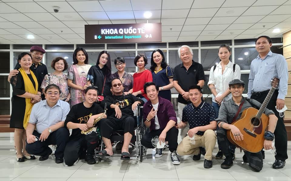 Nghệ sĩ saxophone Trần Mạnh Tuấn cùng nhạc sĩ Trần Tiến song tấu trong bệnh viện - Ảnh 3.