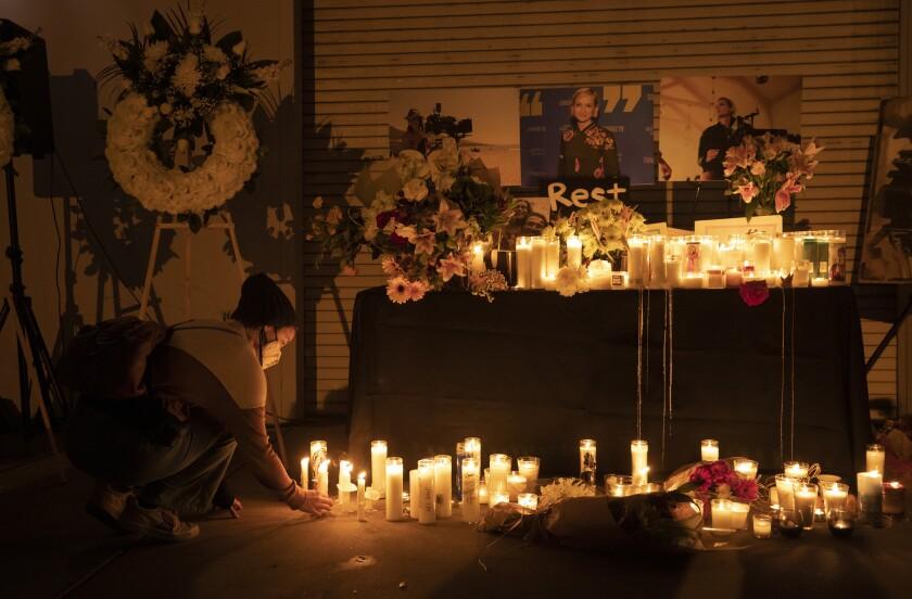 Dừng sản xuất phim xảy ra vụ bắn chết đạo diễn tại phim trường - Ảnh 2.