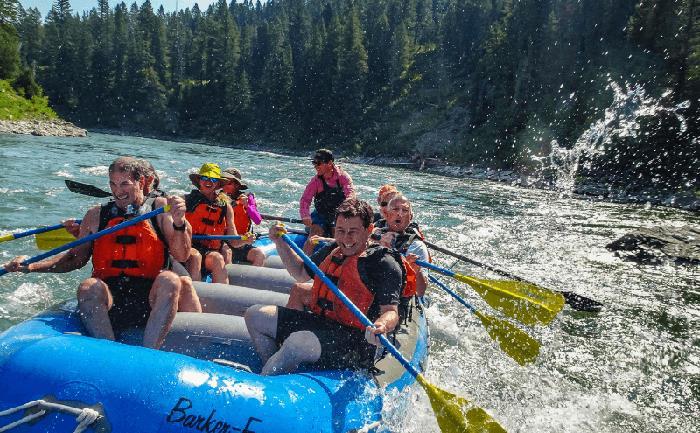 """Mỹ: Bất chấp Covid-19, Vườn Quốc gia Yellowstone vẫn lập kỷ lục đón 1 triệu khách du lịch/tháng """"trái mùa"""" - Ảnh 4."""