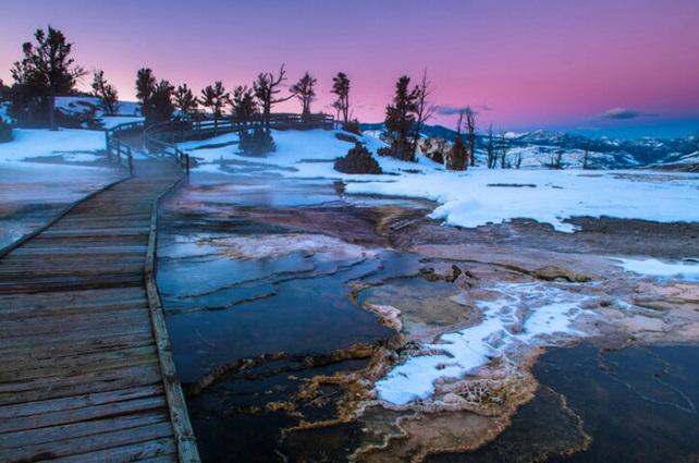 """Mỹ: Bất chấp Covid-19, Vườn Quốc gia Yellowstone vẫn lập kỷ lục đón 1 triệu khách du lịch/tháng """"trái mùa"""" - Ảnh 5."""