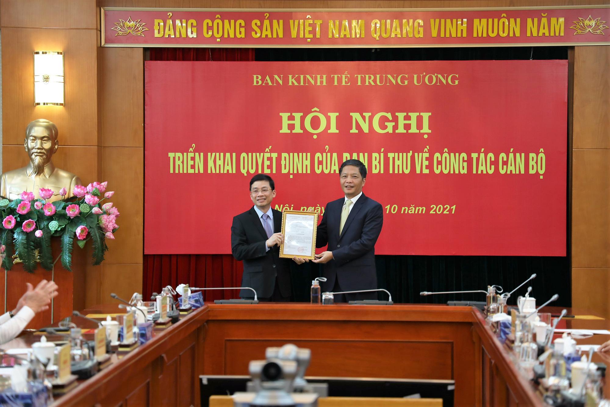 Trao quyết định bổ nhiệm Phó Trưởng Ban Kinh tế Trung ương cho ông Nguyễn Duy Hưng