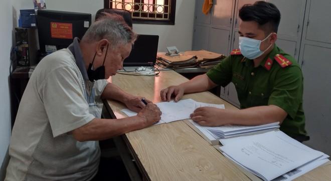 Trốn truy nã từ năm 1999, cựu giảng viên nhạc họa 82 tuổi ở Hà Nội bất ngờ bị bắt