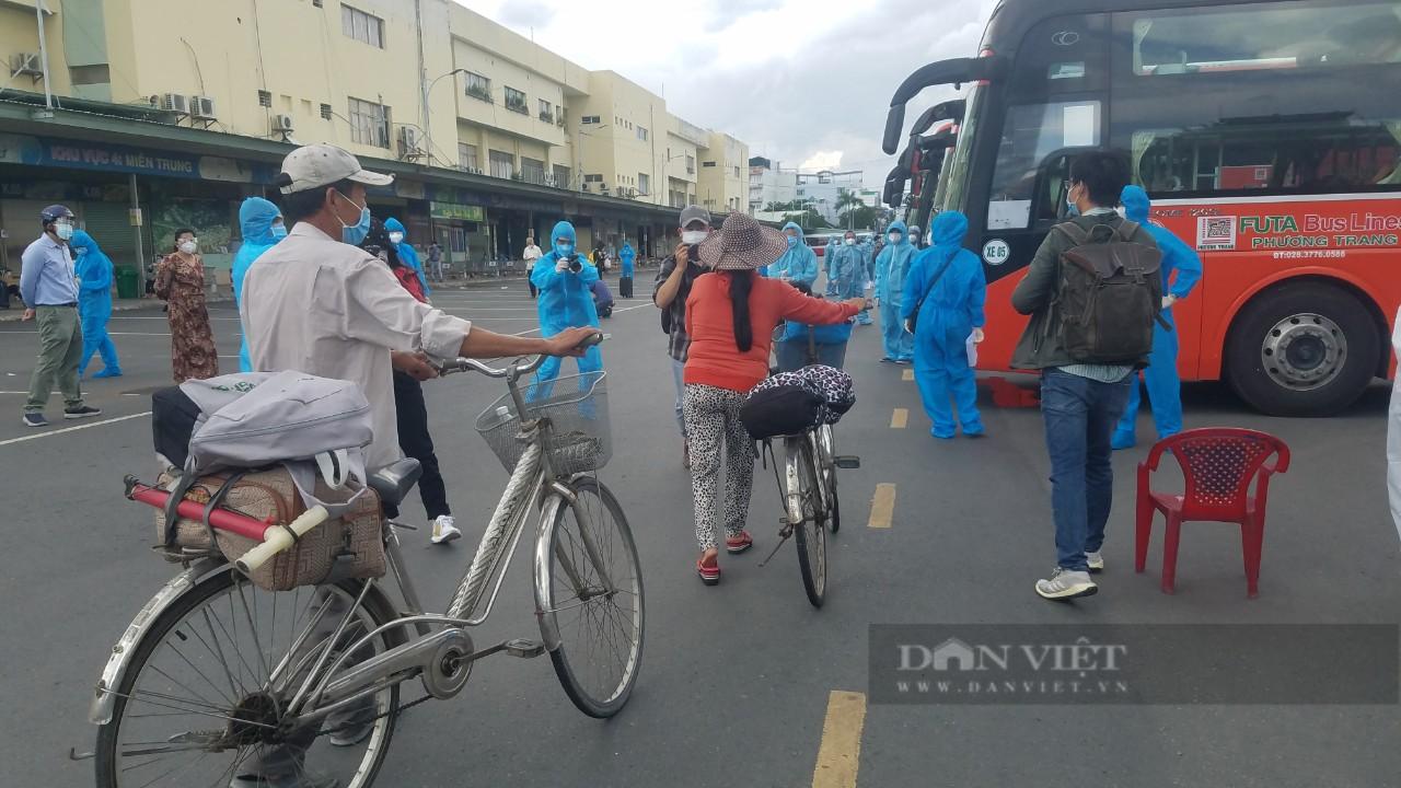 Gần 20.000 người dân Phú Yên về quê bình an: Tận nghĩa đồng bào giữa đại dịch Covid-19