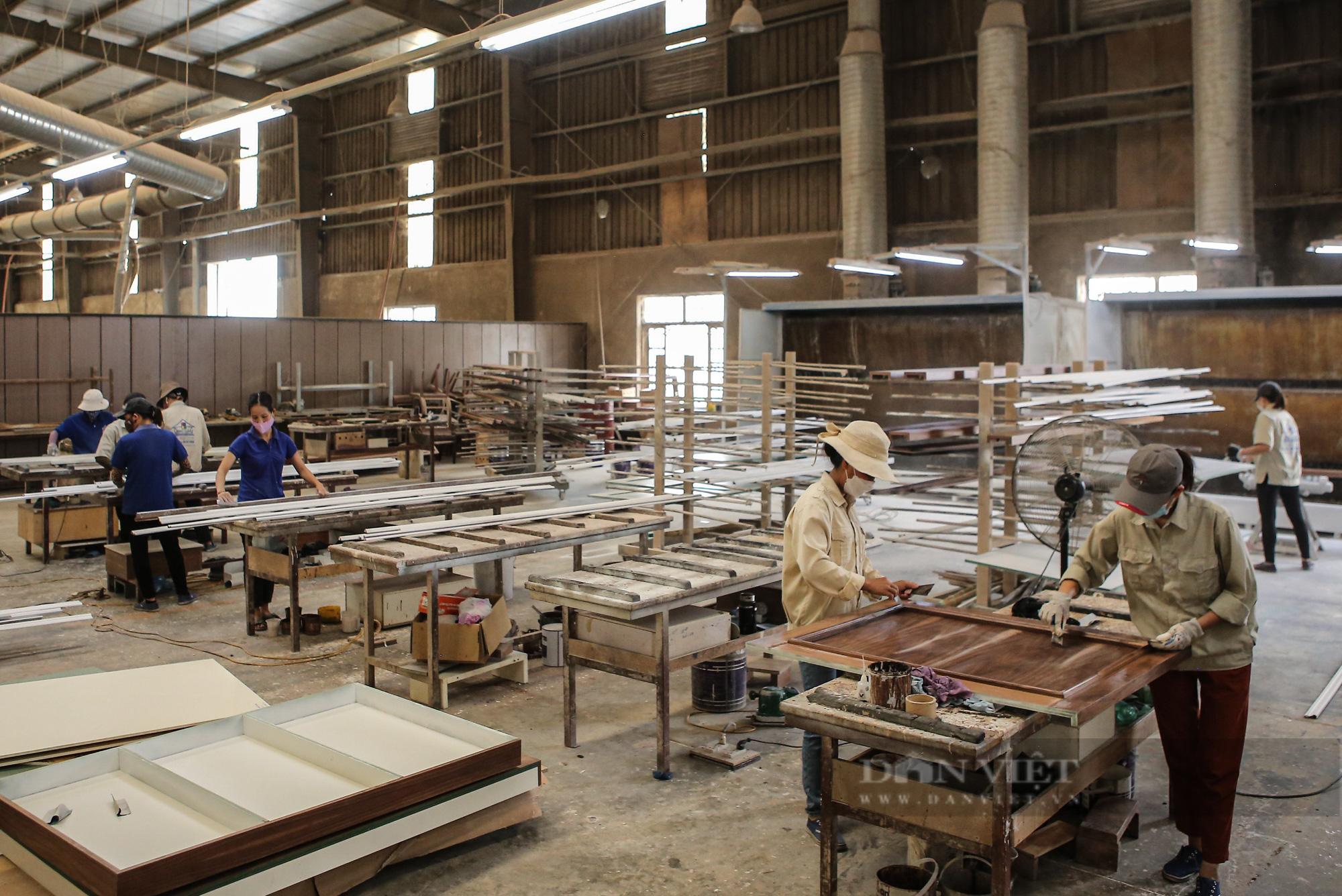 Hà Nội: Hàng loạt nhà máy hoạt động trở lại, công nhân vui mừng khôn xiết