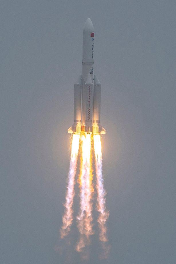 UFO hình 'quả cầu lửa' bí ẩn được phát hiện ở Ấn Độ, nghi ngờ là tên lửa của Trung Quốc - Ảnh 2.