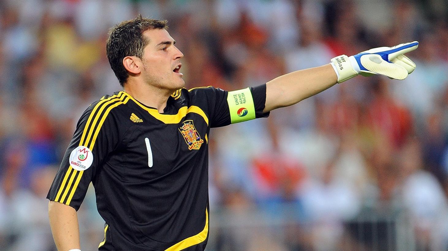 5 thủ môn xuất sắc nhất lịch sử EURO: Có huyền thoại của M.U - Ảnh 5.