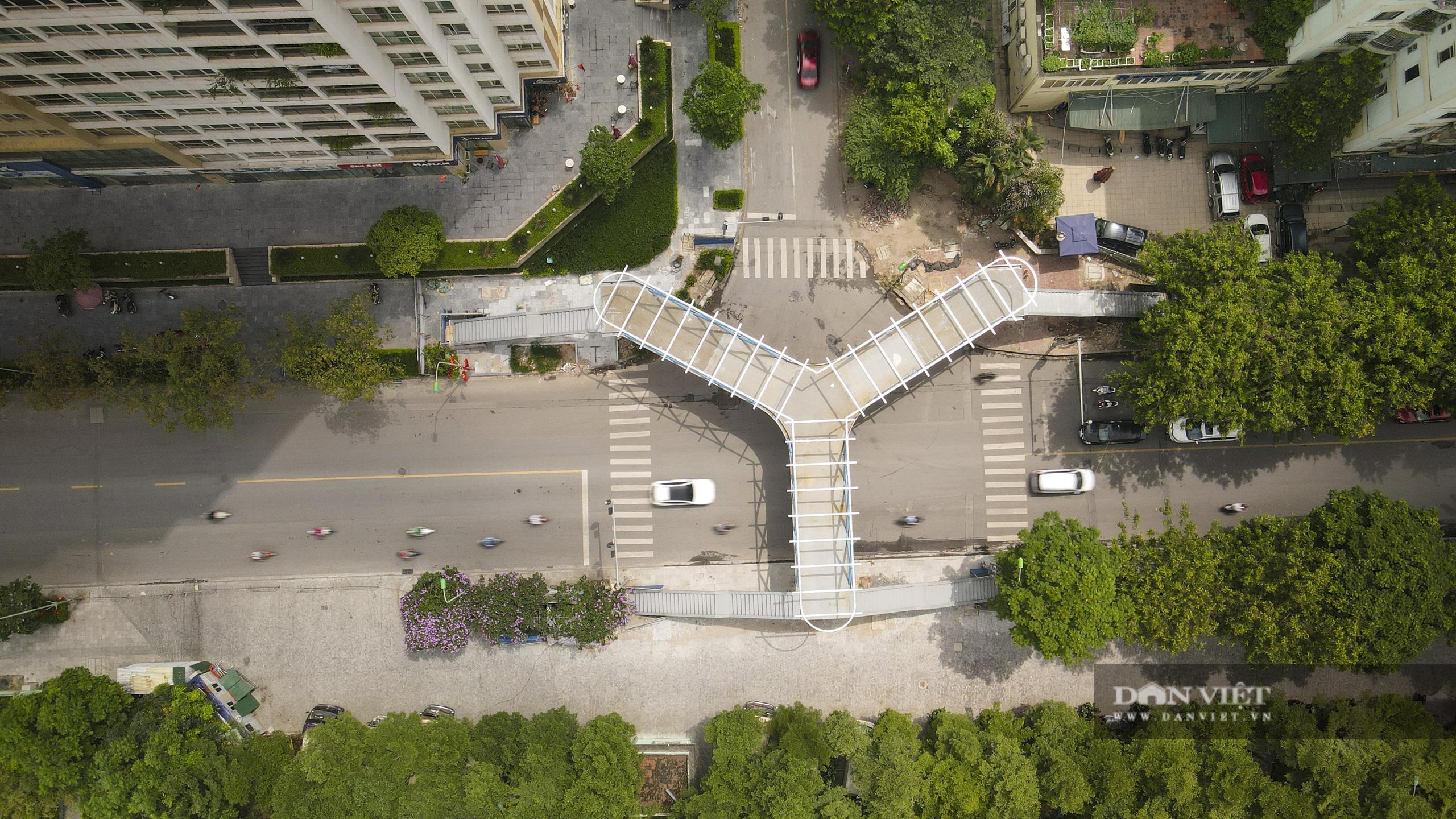 Ngắm cầu vượt bộ hành hình chữ Y đẹp nhất Hà Nội - Ảnh 2.
